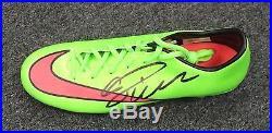 20224 Cristiano Ronaldo Signed Red Green Soccer Cleat AUTO Sz 10 PSA/DNA COA