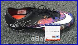 31654 Cristiano Ronaldo Signed Pink Black Soccer Cleat AUTO Sz 12 PSA/DNA COA