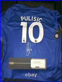 Chelsea Christian Pulisic Autographed Replica Jersey And Soccer Ball