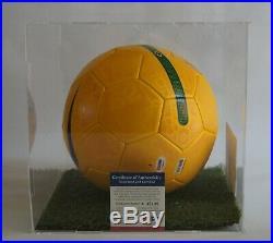 Ronaldinho Autogramm Signed Nike Brazil Soccer Ball acrylic display box PSA COA