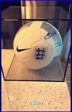 SIGNED Steven Gerrard England Soccer Ball