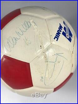 Vintage 1983 Montreal Manic NASL Team Signed Spalding Soccer Ball 11 Signatures